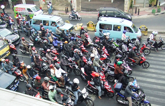 Indonesia-traffic-Motorcycle-Mojo